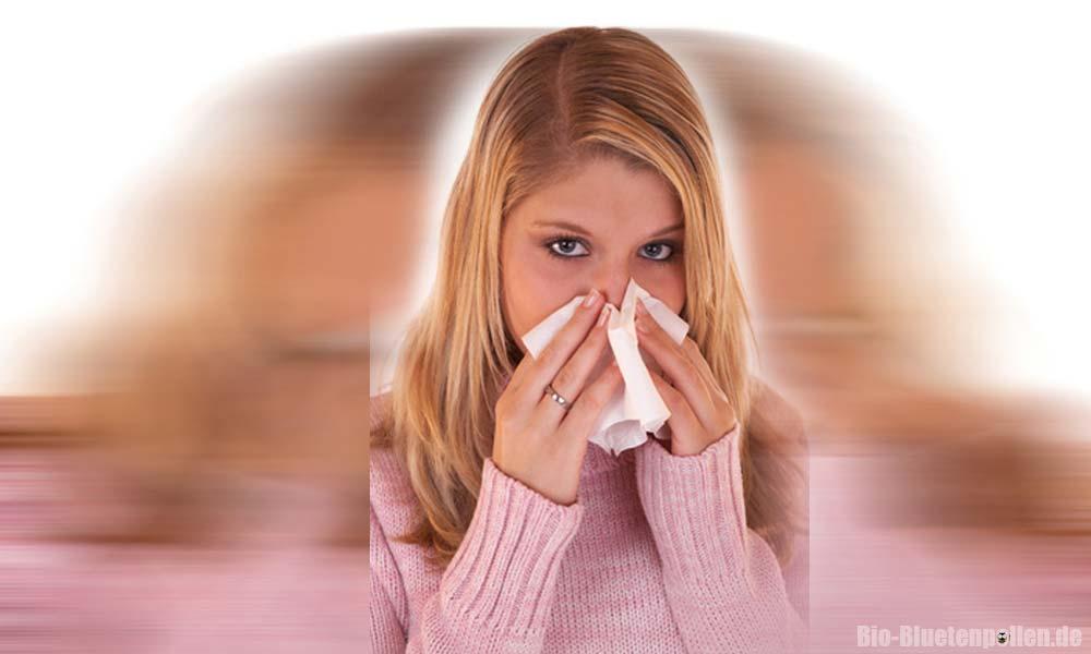 Frau mit Blütenpollen Allergie